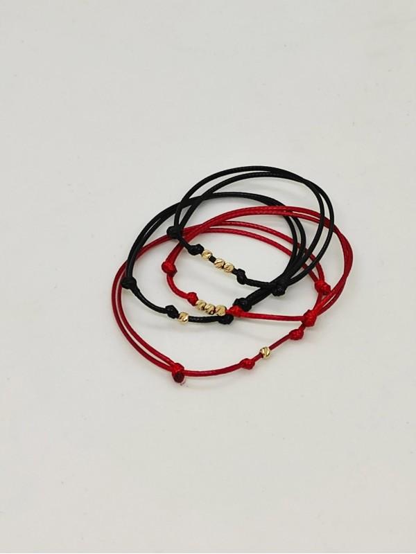 Златна гривна 14К с червен конец
