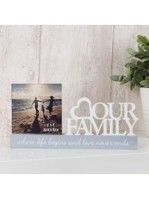 """Очарователна фоорамка за снимка с размер 10x10см с бял изрез """"Нашето семейство"""""""