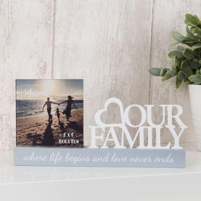 """Очарователна фоторамка за снимка с размер 9x9см с бял изрез """"Нашето семейство"""""""
