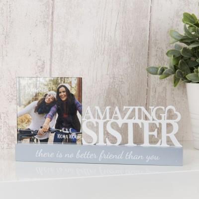 """Очарователна фоторамка за снимка с размер 10x10см с бял изрез """"Великолепна сестра""""."""