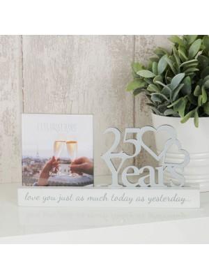 """Очарователна фоторамка за сребърна годишнина за снимка с размер10x10см с надпис """"25 години"""""""