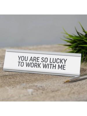 """Метален плакет """"Имате толкова късмет, че работите с мен"""""""